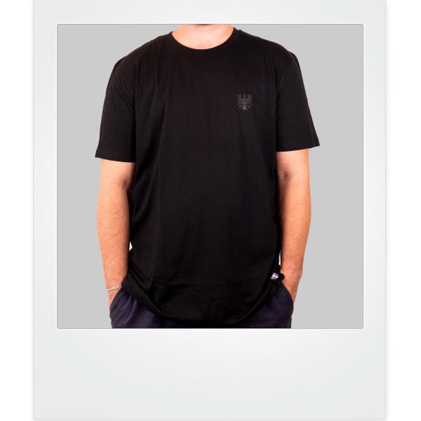 Black in black FFWL-Shirt minimalistisch